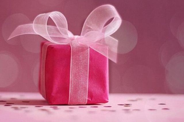 小さなプレゼントVS大きなプレゼント!あなたはどちらが嬉しい?