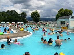 プールが肌荒れの原因に?!夏のトラブル対策